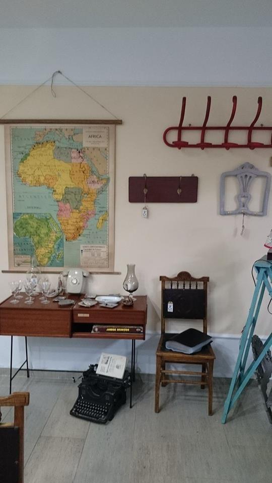Mapa de frica y percheros los puedes encontrar en living - Objetos decoracion vintage ...