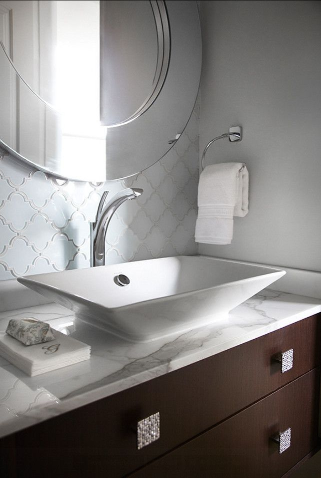 Modern Bathroom Design. Classic modern bathroom design. #Bathroom #ModernBathroom #BathromDesign