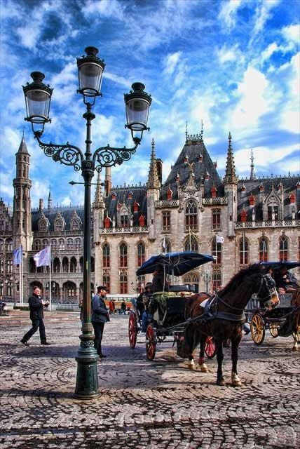 Plaza Central, Brujas, Bélgica.