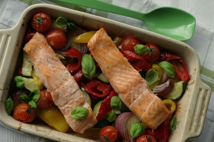 Alt-i-ett lakseform med grønnsaker