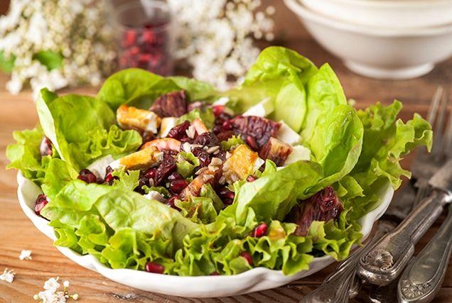 Μια ελαφριά σαλάτα με φίνα γεύση που ταιριάζει πολύ με πιάτα με κρέας.