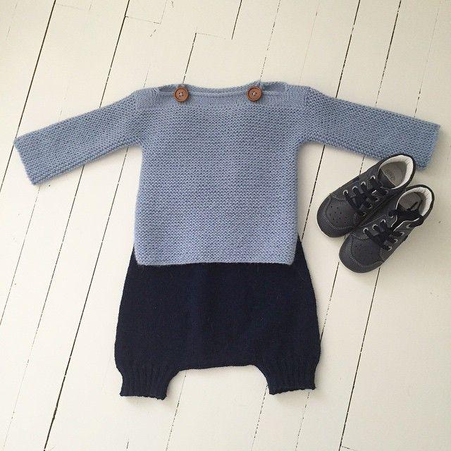 T h e o g e n s e r e n #strikk #strikkesida #strikkedilla #strikkeinspo #strikkemamma #strikketøy #knitforboys #knitpicks #knitting #knitaddict #knitting #knitforyourkid #knittersofinstagram #strikktilgutt #guttestrikkeboka #denstoreguttestrikkeboka #dropsalpakka #tynnmerinoull #nikkers #seleshorts