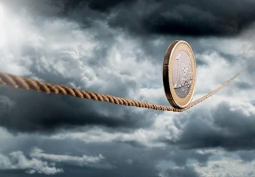 Έκθεση-καμπανάκι της ΕΚΤ: Αυξάνεται ο κίνδυνος χρεοκοπίας για την Ελλάδα