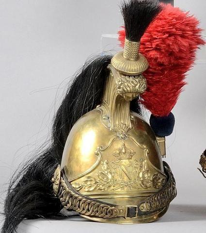 Casque de dragon de la Garde Impériale (1856-1870). Troupe. Complet. Avec sa cuirasse complète au même numéro   Estimation : 4 500/5 000 € Mis en vente le samedi 26 septembre 2015 par Encheres Pays de Loire à Angers