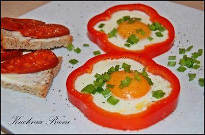 Mój zbiór przepisów kulinarnych-  wyszukane w sieci: Jajka sadzone w obręczach z papryki