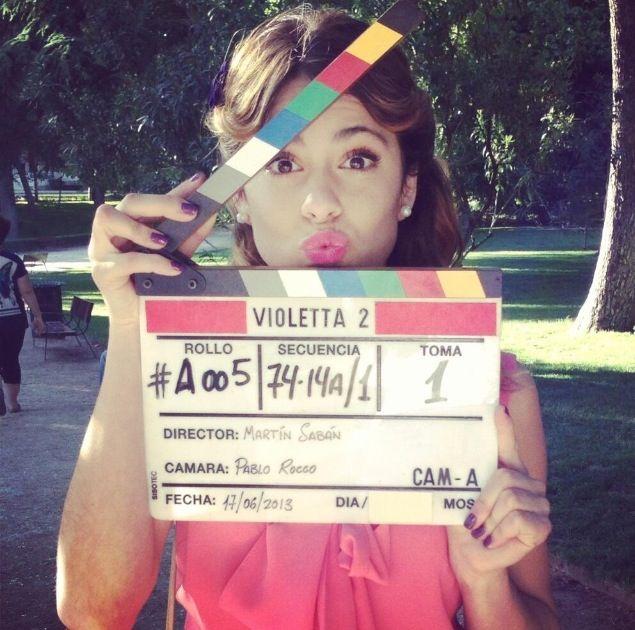 @Fer Maria  #Violetta2 Estoy Viendo Hasta la mitad de tu novela casi ya termino de ver todo Espero que haiga  violetta 3