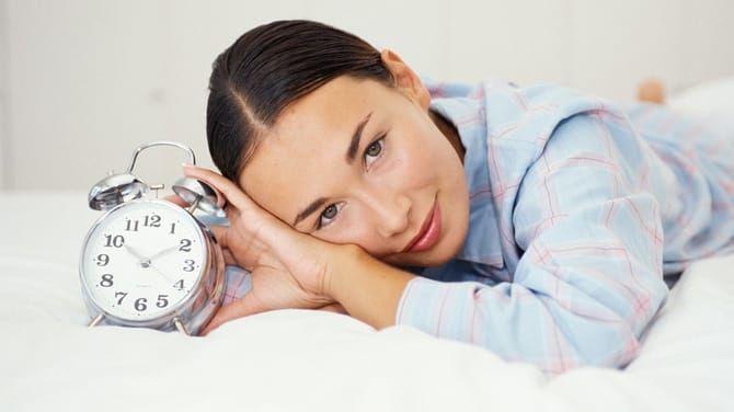 Hoci spánok zdravý jedálniček a pohyb nenahradí, je neoddeliteľnou súčasťou úspešného chudnutia.