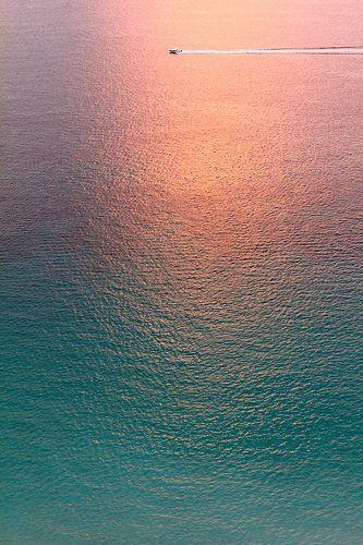 .とても美しい色調。 奥の船が効いている。