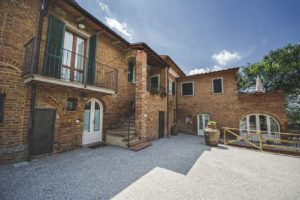 The brick facade of La Lisa, looks like a tuscan village. You can see the terrace in Apartment Lea, the outdoor stairs of Apartment Iole, the entrance of Nello's Cellar and the balcony of Apartment Fiorella