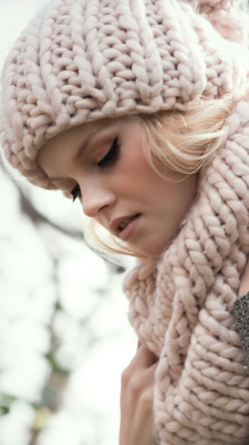 Gosh! This looks so warm and cozy… I need winter comes quickly  This southern summer is killing me.