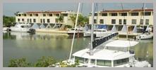 Villas Campestres frente a canales navegables.