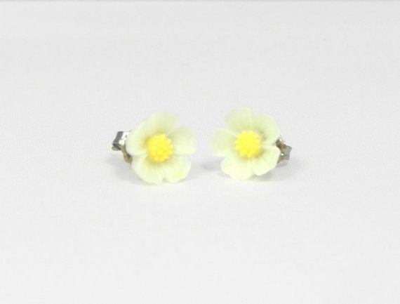 Titanium earrings  8mm Daisy stud earrings  by TidesEarringDesign