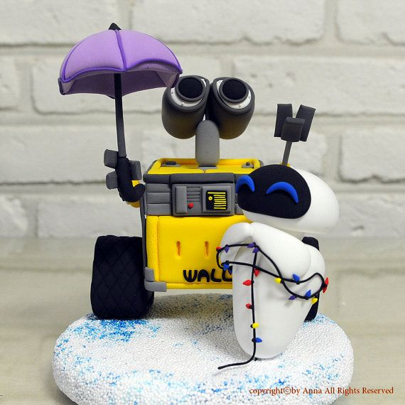 Wall E Eve wedding cake topper. There are very few things that I WANT for my wedding but this is on top.