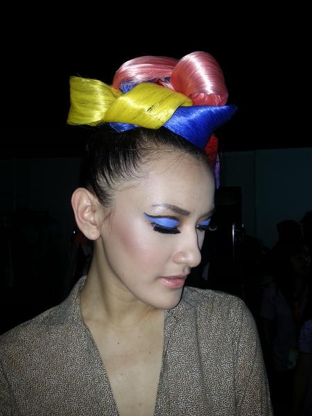 Sneak peek to Lenny Agustin make-up look for her Paper Garden collection. BOLD color=self esteem ;)