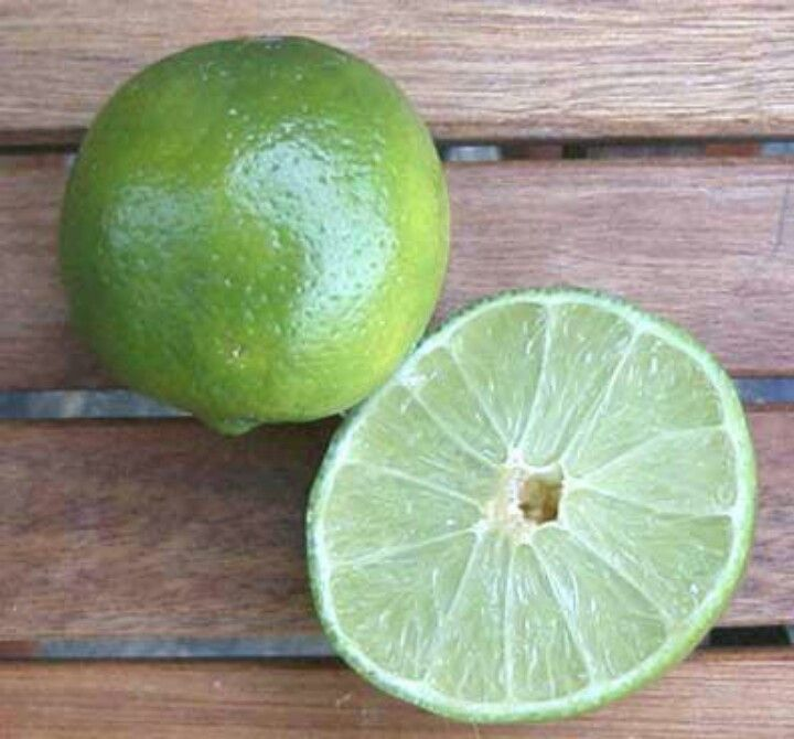 . Lime juice can be used as a natural astringent. To use lime juice as a topical treatment gather large cotton ball and soak them in lime juice. Gently rub the lime juice over a cleaned exfoliated face, and let it sit for 15-20 minutes then rinse with cool water. Rinsing with cool water will help to shrink the appearance of large pores.Share this content