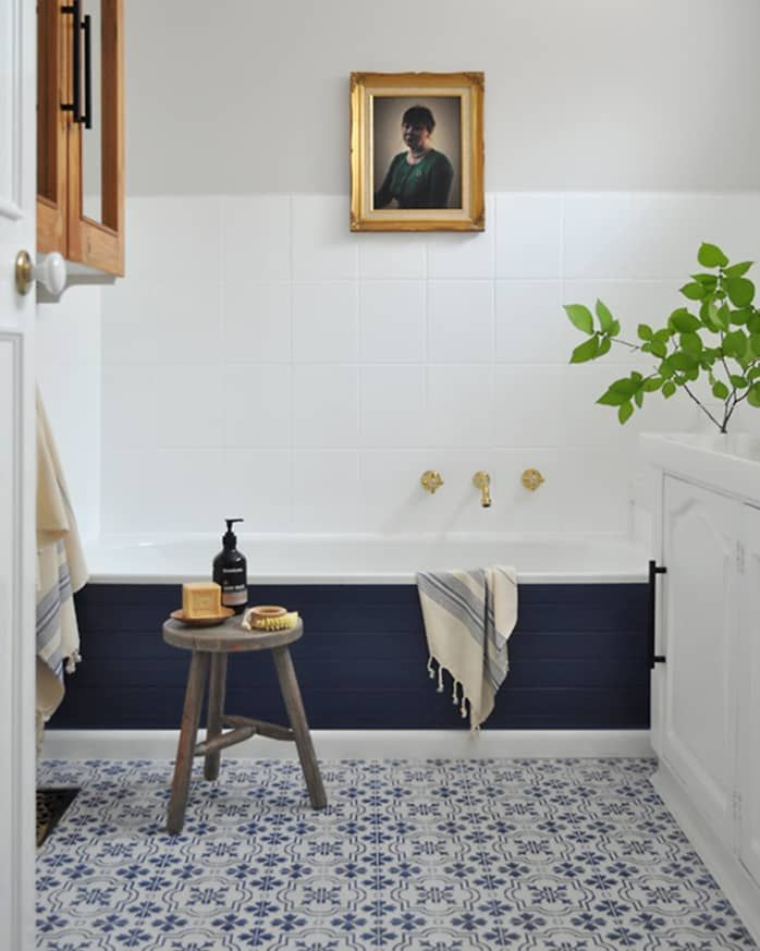 Before After One Of The Best 2k Bathroom Makeovers We Ve Ever Seen In 2020 Painting Old Bathroom Tile Diy Bathroom Remodel Painting Bathroom Tiles