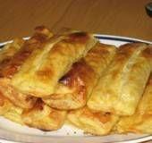Börek een Turks voorgerecht waar eigenlijk een ander soort deeg voor wordt gebruikt maar met bladerdeeg ben je veel sneller klaar en is minstens net zo lekker....