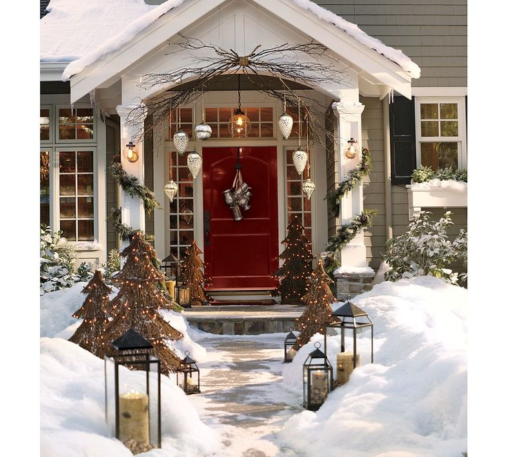 winter...problem...you put those beautiful lanterns out in my neighborhood..they will be gone!: Holiday, Idea, Front Door, Christmas Decorations, Front Doors, Christmas Porch