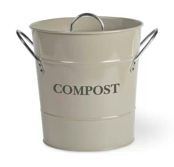 Handig om een emmertje in de keuken te zetten voor het GFT afval; hoef ik niet steeds naar de container in de tuin te lopen