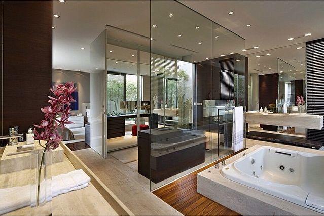 Quarto, banheiro e closet integrados - veja detalhes dessa suíte moderna e maravilhosa!