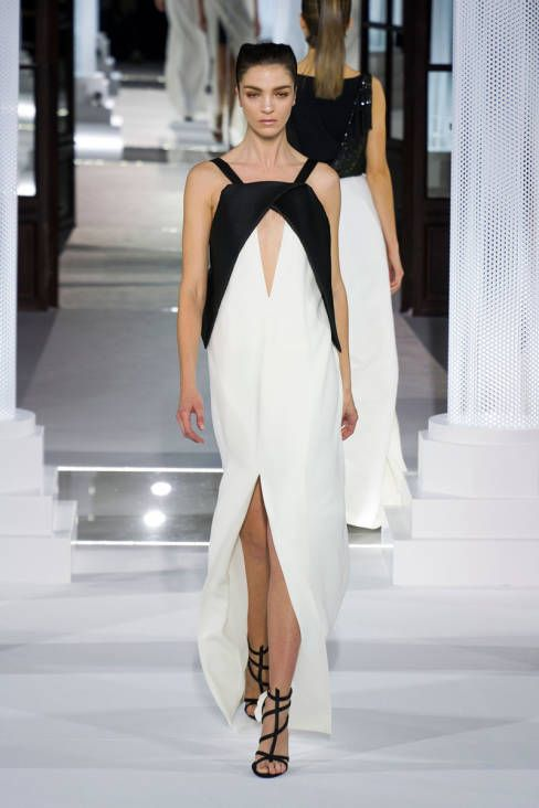 A plunging cut out at Vionnet Fall 2013 #runway #fashionweek