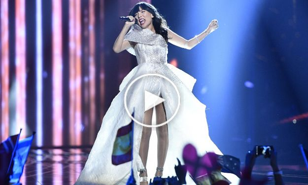 The X Factor Australia winner Dami Im earned a standing ovation for her semi-final performance at the 61st Eurovision Song Contest.