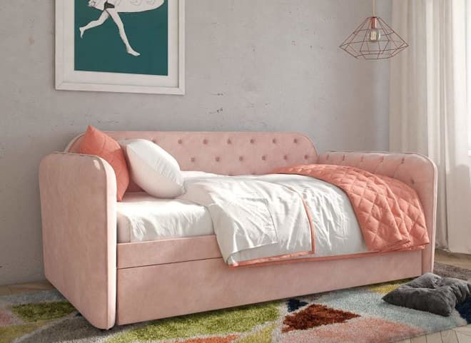 This Pink Velvet Daybed Has A Secret It S Also A Trundle Bed Daybed With Trundle Twin Daybed With Trundle Trundle Bed