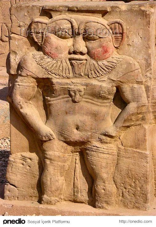 Bes, Beset (Mısır Mitolojisi) - Özellikle gerileme döneminde tapınılan kirpi sakallı, göğüsleri sarkık, arkasında bir pars kuyruğu bulunan, çarpık çurpuk bir cüce olarak tasvir edilen koruyucu bir tanrıdır.