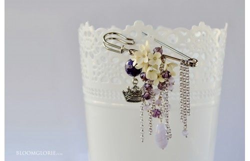 Brooch with flowers. Bloomglorie brand #ivory #brooch #handmade