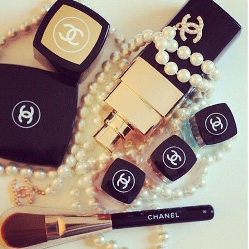 Chanel makeup reminds me of my grandma :(