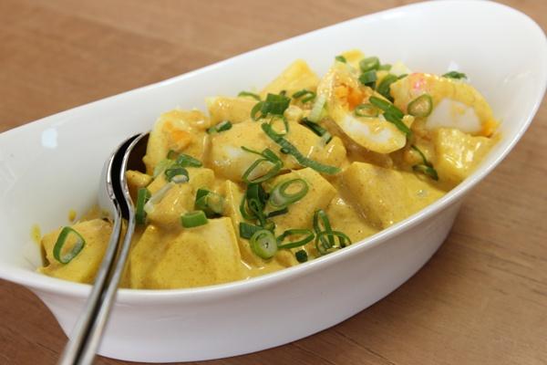 Eiersalat mit Ananas und selbstgemachter Curry-Mayonnaise