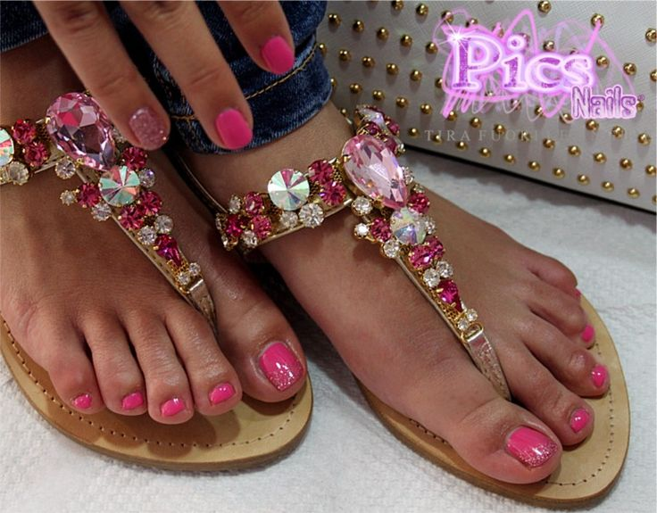 Mani e Piedi impeccabili, per un'estate glamour! Colori e prodotti di tendenza con Pics Nails!