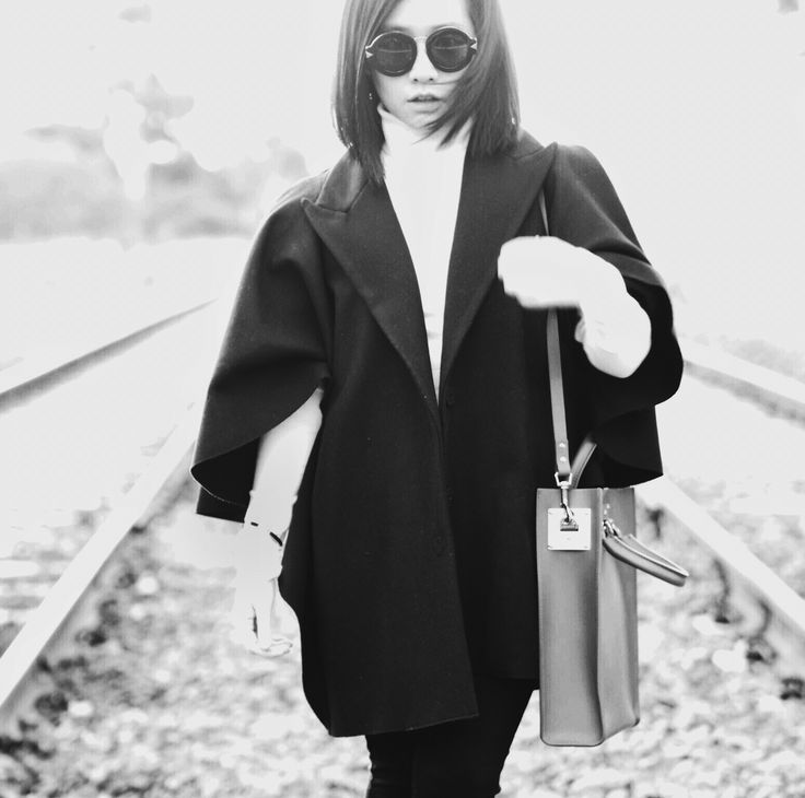 Monochrome • keeping it simple for a cold cold Melbourne day // Wearing a cape from Scanlan Theodore, Karen Walker sunnies, Solphie Hulme bag & Topshop turtleneck  ❤️