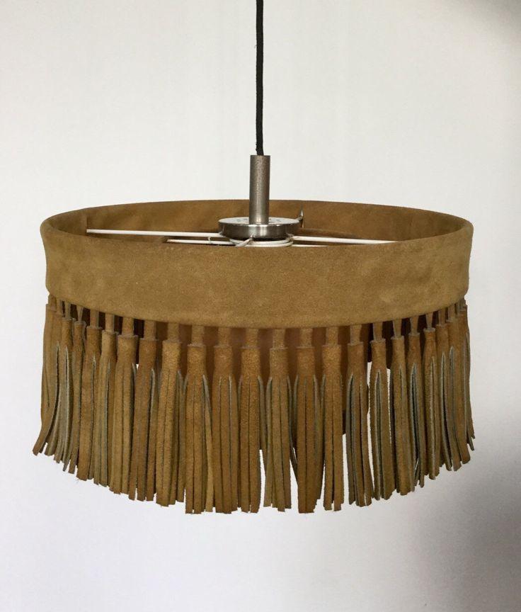 70er Lampe aus Wildleder mit Fransen von moebelglueck auf Etsy https://www.etsy.com/de/listing/400117193/70er-lampe-aus-wildleder-mit-fransen