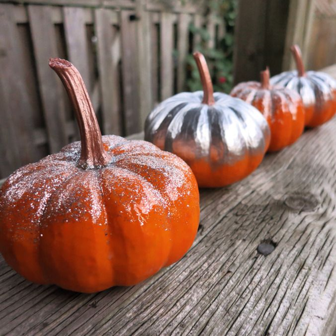 Beautiful colourblocked {and glittered!} pumpkins for fall decorating!