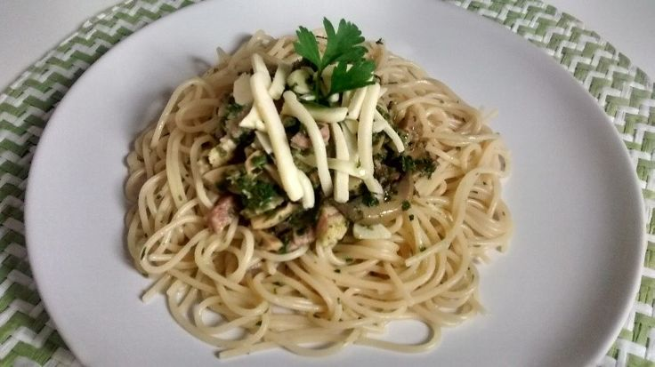 Hi there! Today I am cooking a delicious pasta with mushrooms and bacon :D yummi yummi! Pasta with bacon and mushrooms is an easy dish that you can cook for your lunch. Nowadays we are working more...