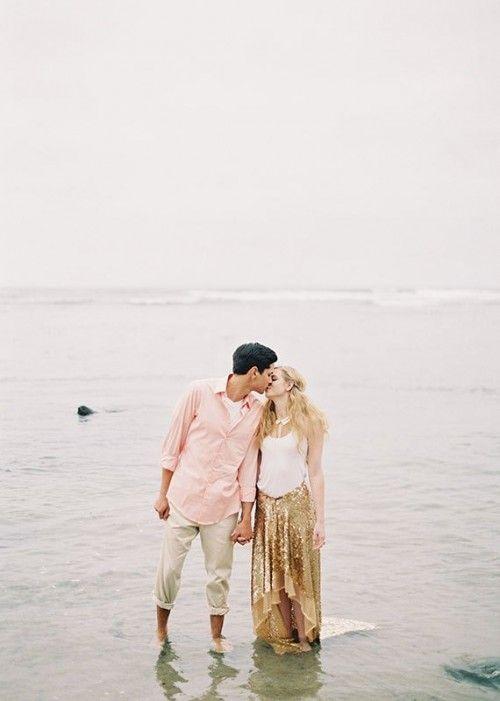 Incredibly Chic Peach And Gold Beach Wedding Inspiration | Weddingomania