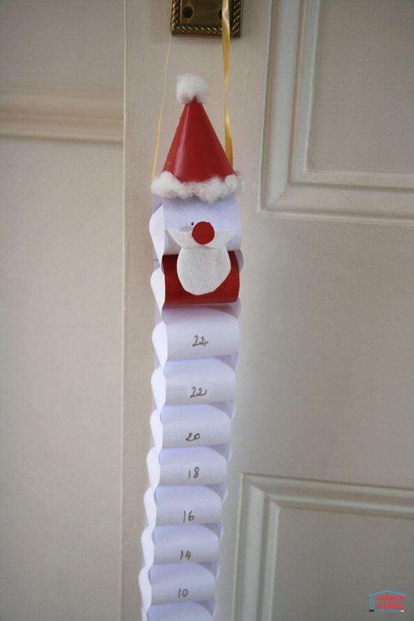 Maintenant qu'on approche décembre, les enfants vont demander combien de jours il reste jusqu'à Noël. Alors pour les aider à compter, fabriquez avec eux une guirlande de Noël. La nôtre représente un Père Noël mais cela aurait pu être un ange ou un bonhomme de neige. Chaque jour, à partir du 1er décembre, les enfants enlèvent un anneau jusqu'à ce qu'il ne reste plus que le bonhomme et que ce soit Noël! Prêt à fabriquer une guirlande compte à rebours pour Noël? Si vos enfants...