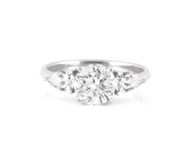 An 18ct White Gold and Diamond Trilogy Ring with a Round Center Diamond and Two Pear Shaped Side Diamonds