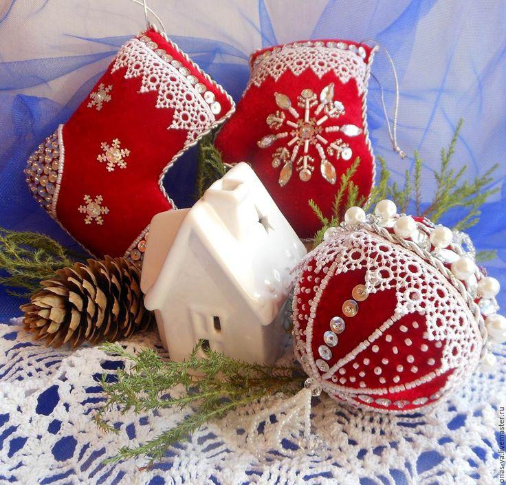 Купить МЕТЕЛИЦА бархатные игрушки на елку с вышивкой и кружевом - ярко-красный, елочные игрушки