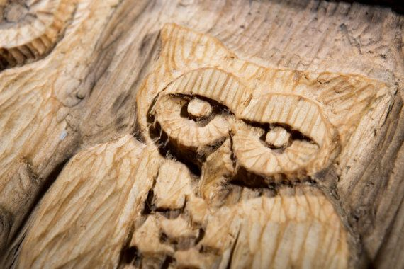Bas-relief in wood of 2 owls sitting on the frame by SamoPL