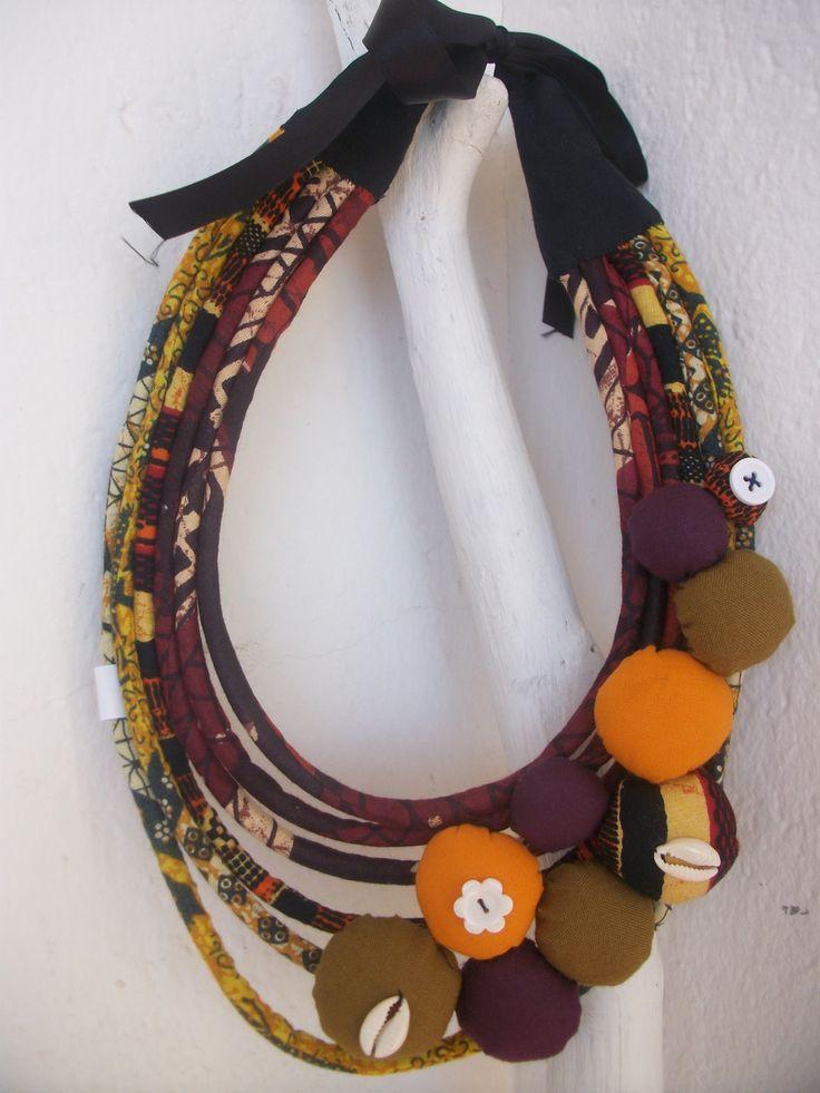 www.cewax.fr aime ce collier style ethnique tendance tribale chic tissu africain wax collier tour de cou entièrement fabriqué en récupération : wax  violet et jaune, tissu kaki  agrémenté de boules violettes et kaki