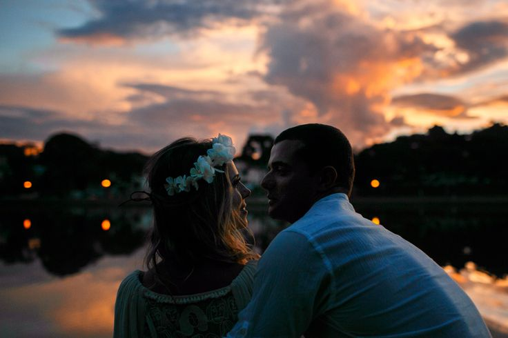 ensaio de noivos com o por do sol no parque em Curitiba