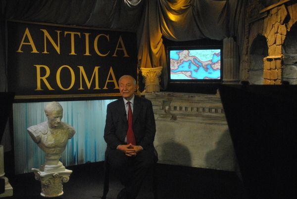 """Scenografia   Collana     """"ANTICA ROMA""""  Presentato da PIERO ANGELA In collaborazione con RAI Radio Televisione Italiana. Scenografia di Matteo Zenardi & Carlo Maria Rossi."""