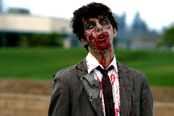 10 Disturbingly Realistic Zombie Costumes