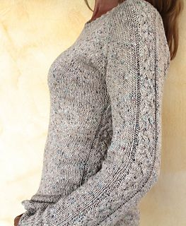 This raglan sweater, knit from the top down, is a real one piece work. You start with a cable neckband first, keep on with some short-rows to finish the neckline. Easy cables underline the arms and the body line.