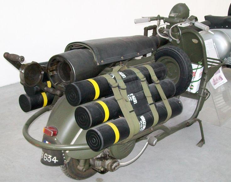 bazooka vespa 150 TAP 5   Le bazooka vespa ou vespa 150 TAP   vintage vespa TAP scooter photo parachute image guerre canon bazooka