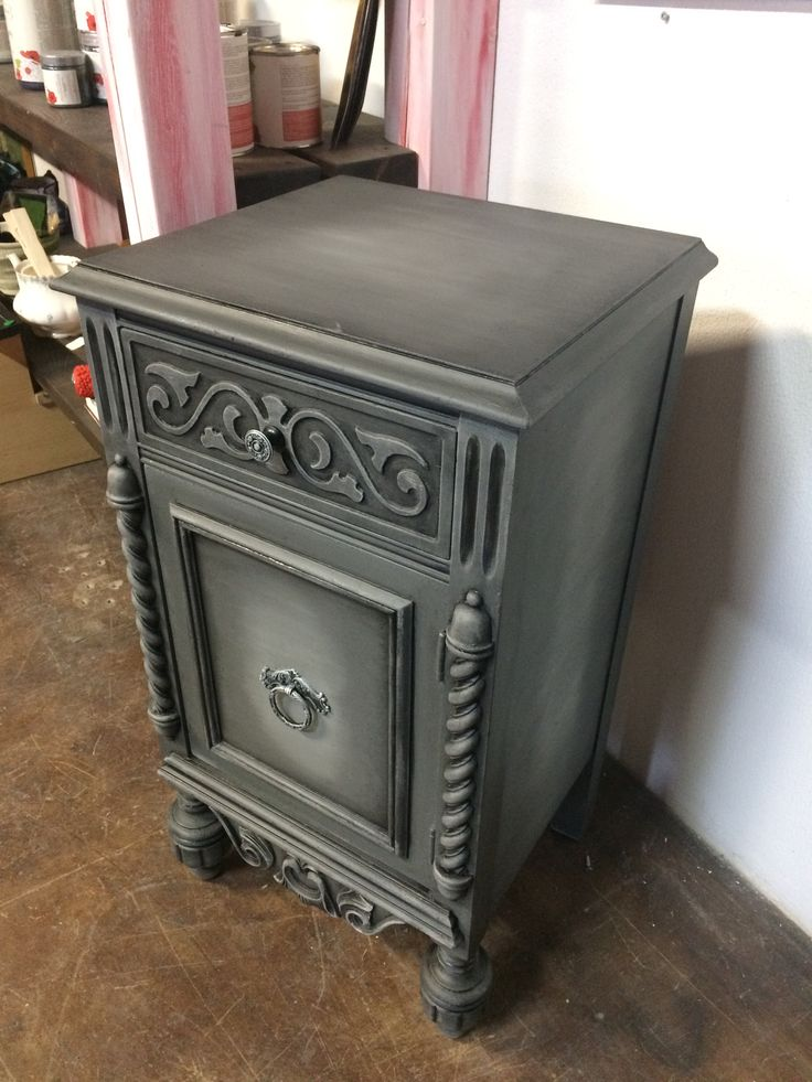 Side table refinished with Country Chic Paint Rocky Mountain, Crinoline and Black Wax. #tracystreasures02  #countrychicpaint