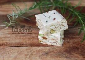 Торроне сардо (torrone sardo) - нуга с орешками, традиционное лакомство родом из Сардинии. Очень простой рецепт домашних конфет. Его можно
