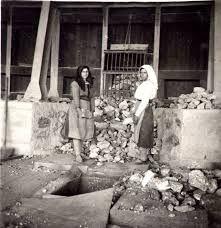 Montevecchio: foto degli anni '30 documenta il lavoro di due cernitrici. Guspini